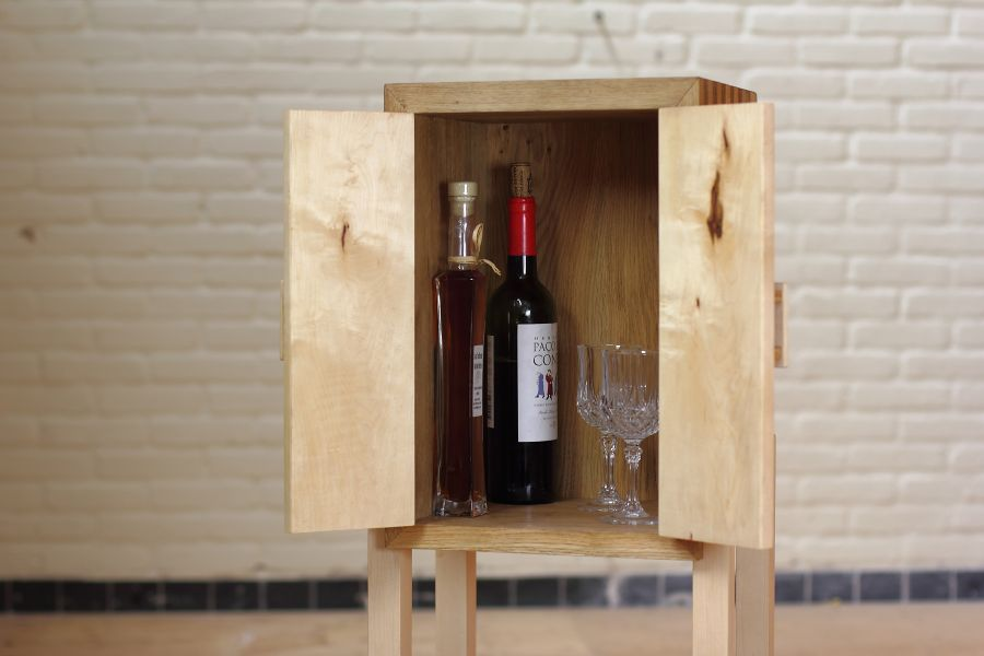 Vlekken is designed to store your wine and liquor, but is also perfectly fitted for other items of comparable height and size.