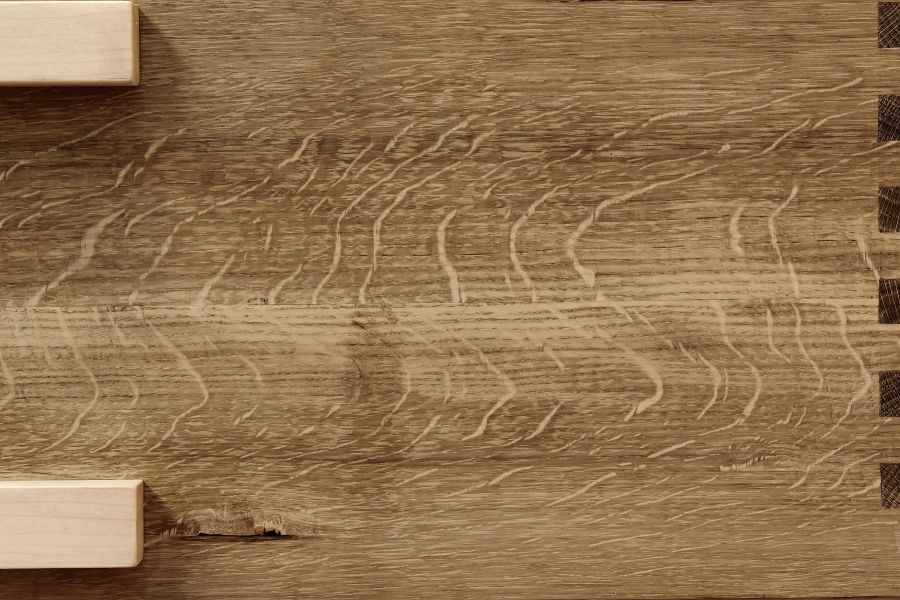 A curious tiger pattern in oak. Ray Flakes.