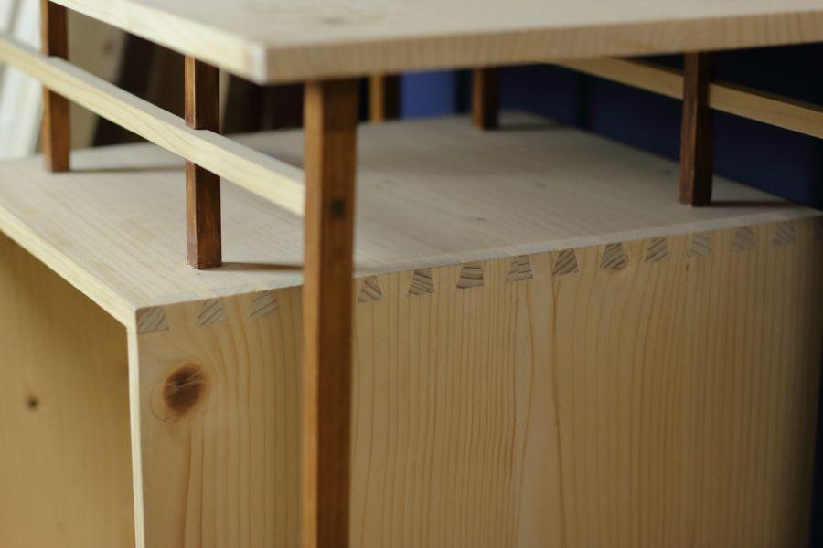 Dovetails in cabinet Fragiel