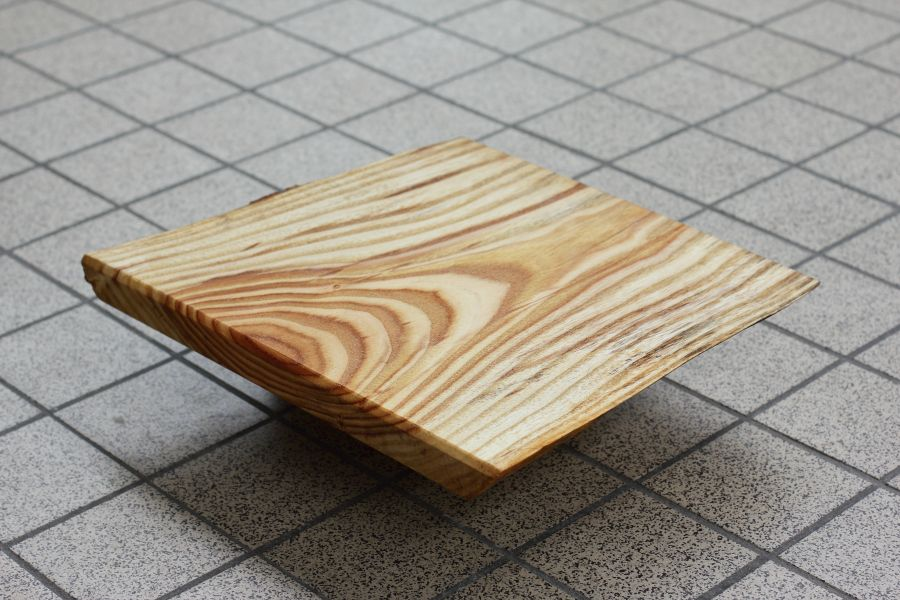 Solid wood serving board Vlammen with natural edges