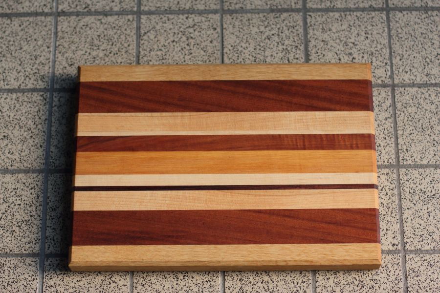 Handgemaakte serveerplank Strepen Drie van Atelier Espenaer