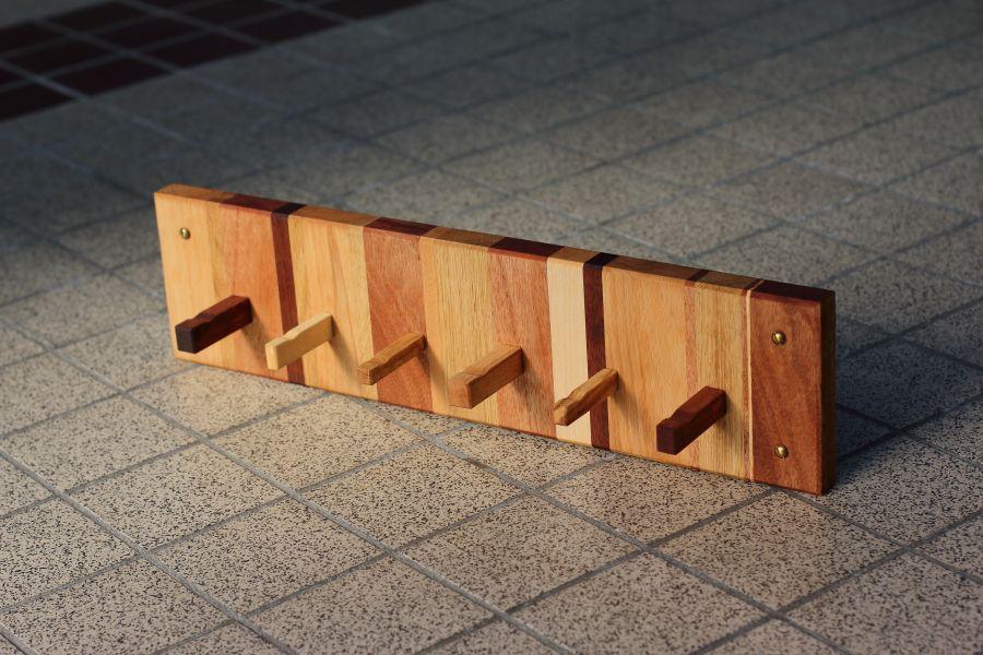 Handmade wooden coat rack Verscheiden by Atelier Espenaer