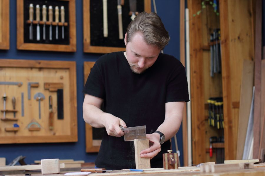 Artisanal woodworking workshop in Amsterdam at Atelier Espenaer