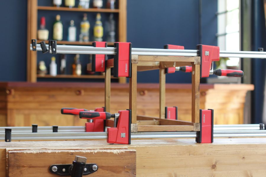 Assembly of the bar stool @ Atelier Espenaer
