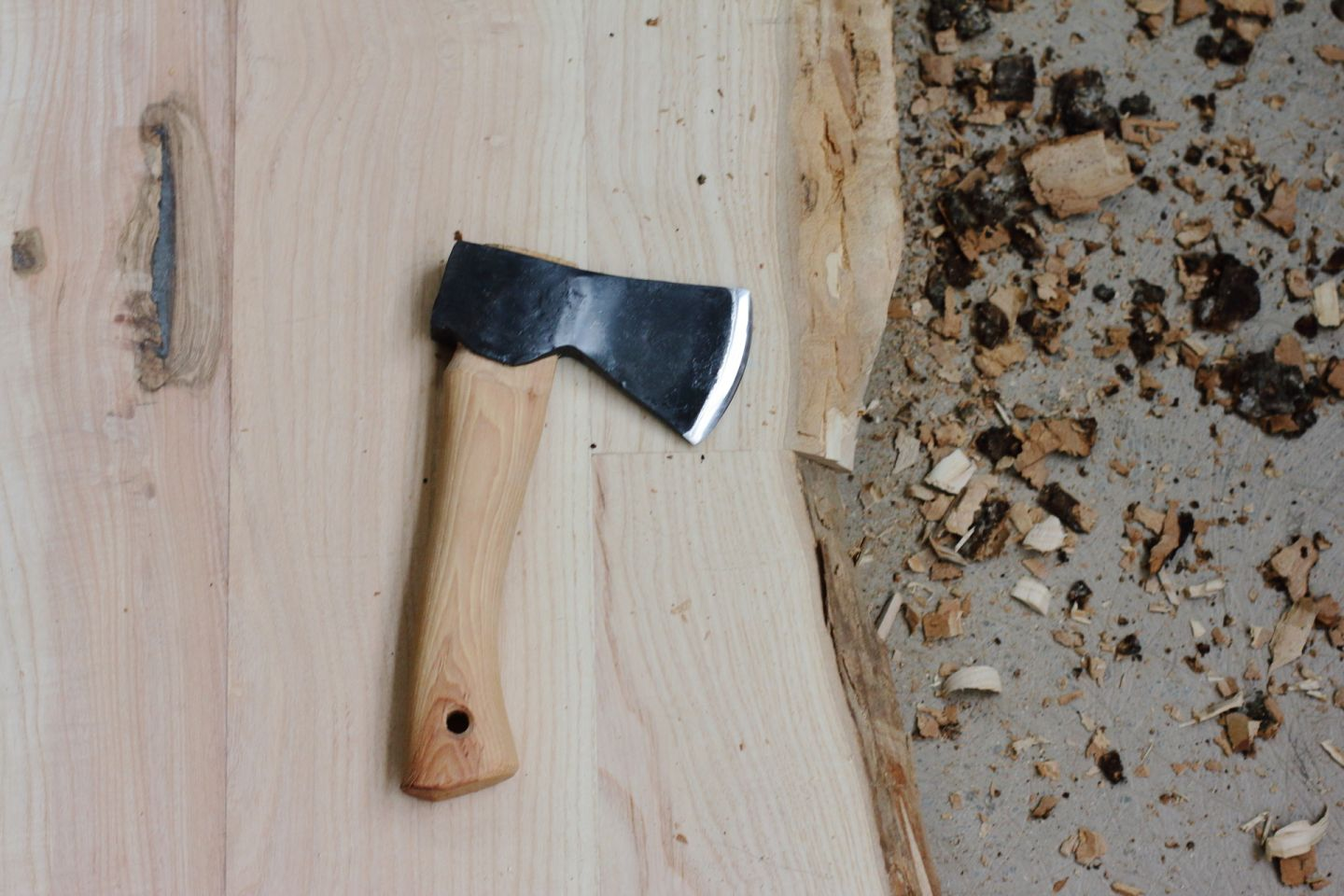 Conference table Milieudefensie - Using a hatchet to remove bark